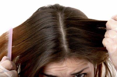 Болячки на голове в волосах причины лечение фото
